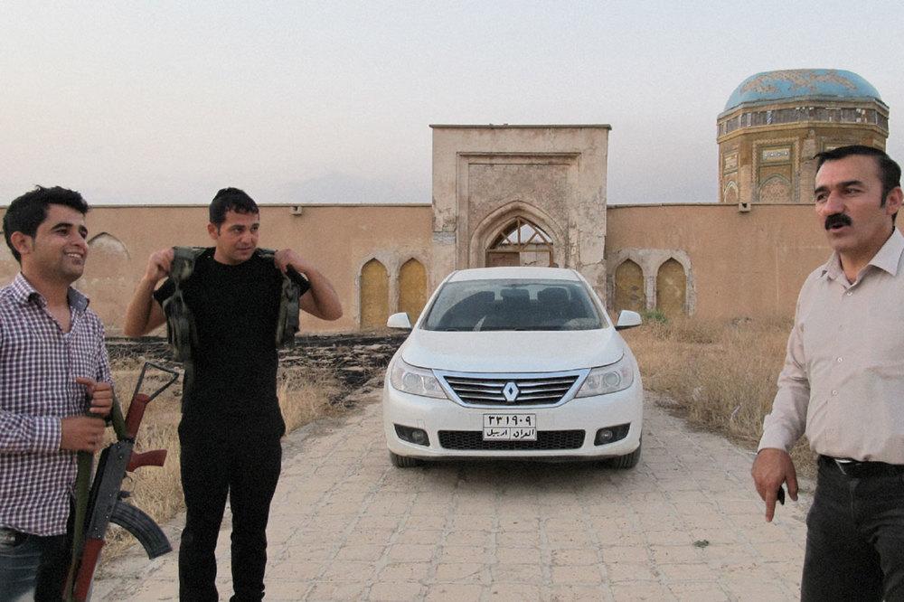 Hiwa, Jabar, Kak Bakr et sa voiture française
