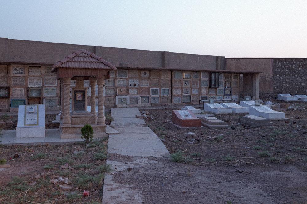Le cimetière Chaldéen de l'église rouge