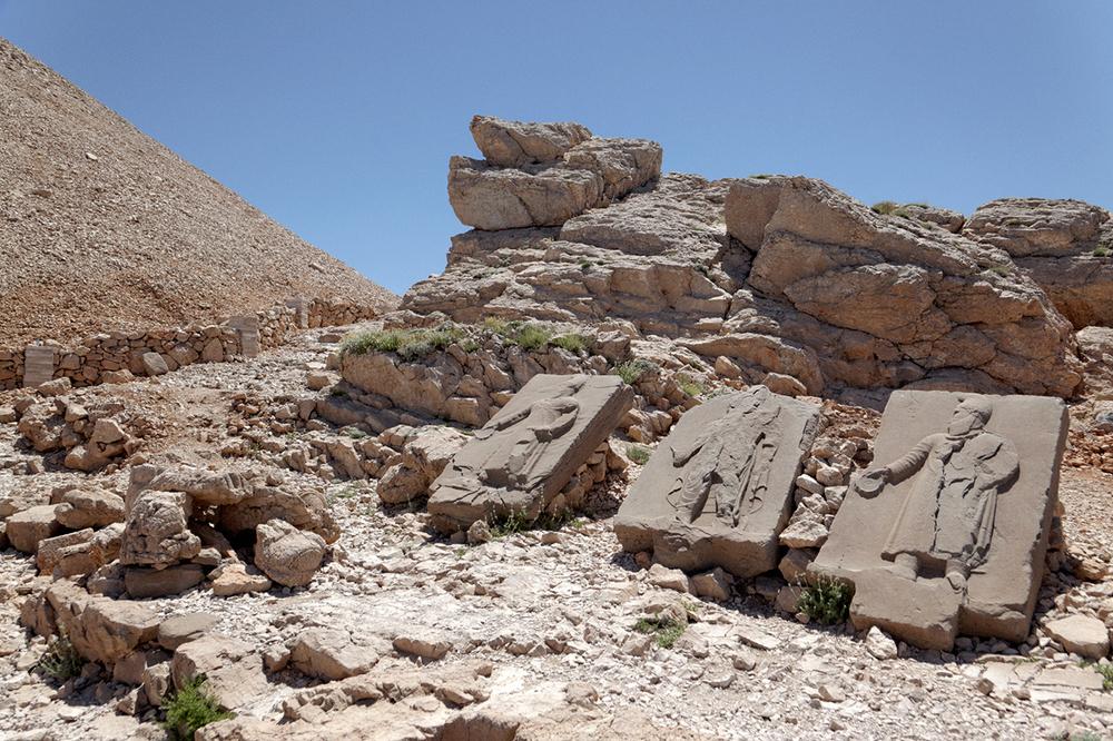 reliefs sur la terrasse ouest