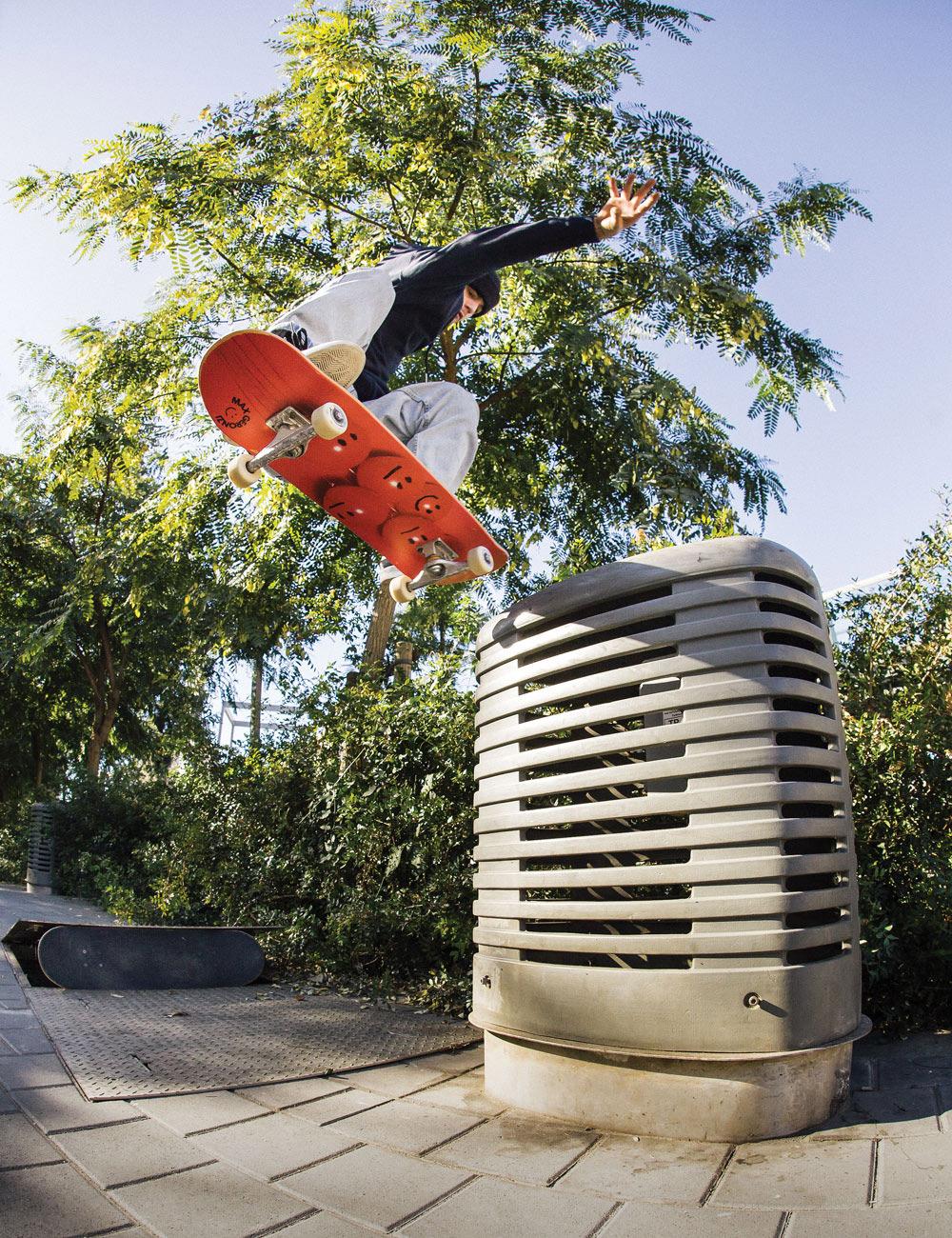 Max_Geronzi_swtailslide_rogerferrero_Almost-_SKateboards_Welcome_New_Pro.jpg