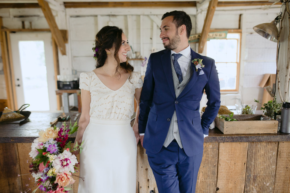 broadturn_flower_farm_wedding_scarborough_maine_barn_wedding012.jpg