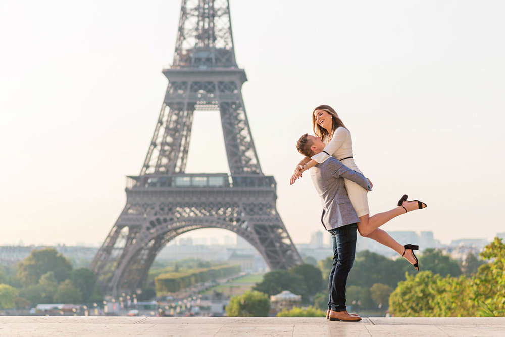 Photographer-Paris-Christian-Perona-Honeymoon-proposal-engagement-Trocadero-Eiffel-tower-sunrise-.jpg