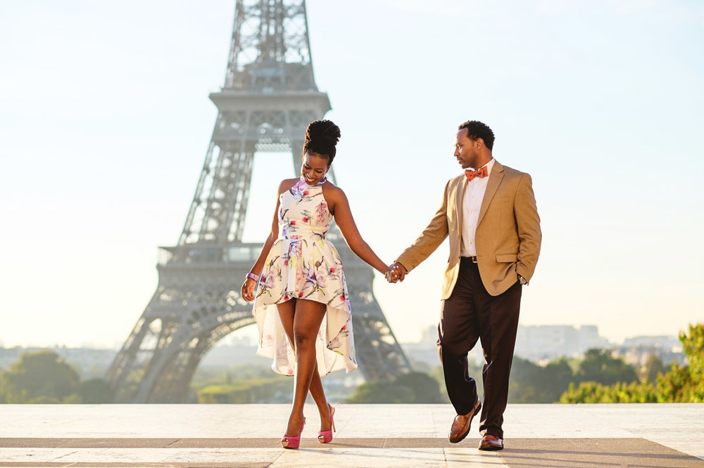 Engagement-Photographer-in-Paris-Christian-Perona-sunrise-Trocadero-Eiffel-tower-romantic-trip-black-love.jpg