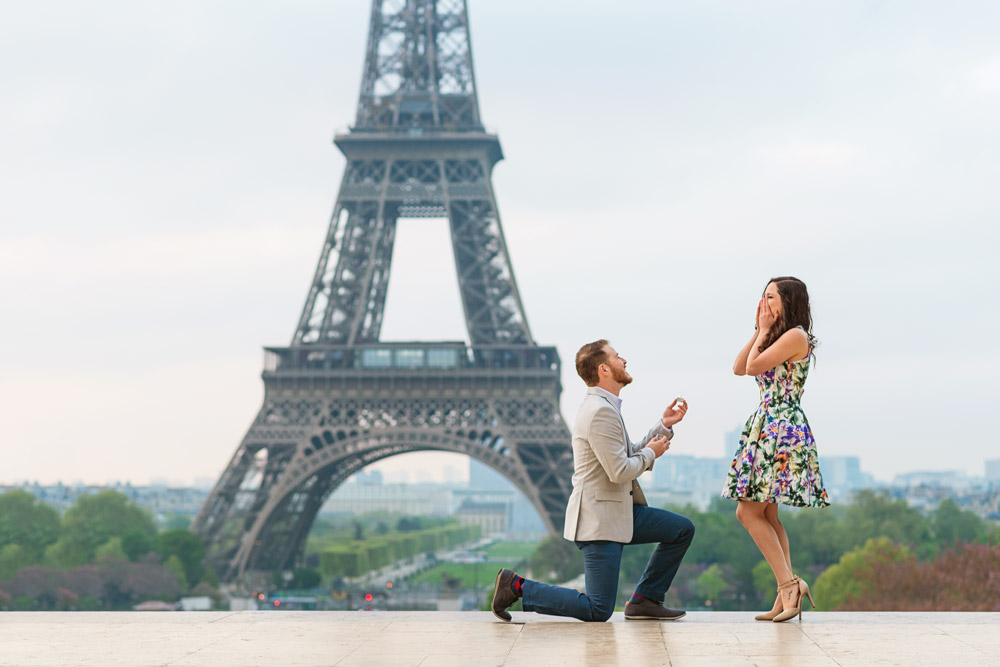 Proposal-photographer-Paris-Christian-Perona-sunrise-Trocadero-Eiffel-tower-she-said-yes-wedding-ring-he-proposed.jpg