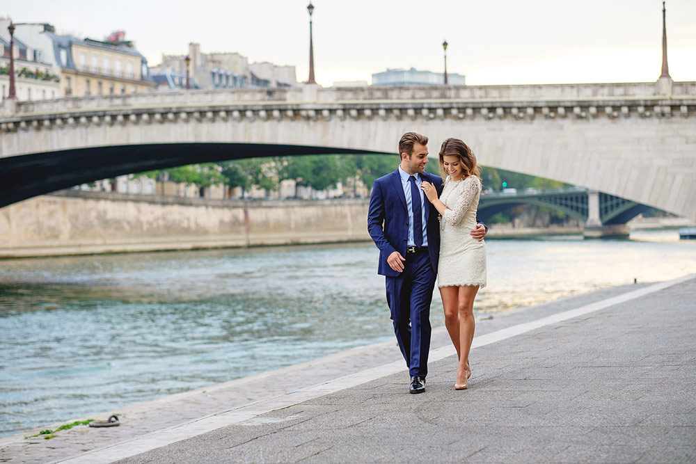 Paris-photographer-engagement-she-said-yes-Seine-quay-bridge-Tournelle-love-walking.jpg