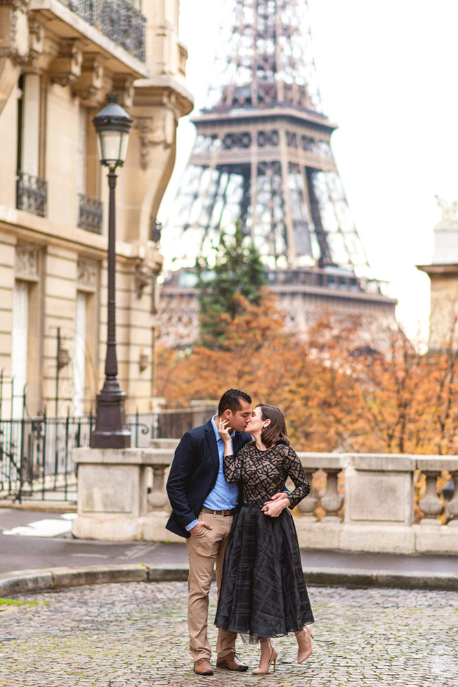 Photographer-Paris-Christian-Perona-Honeymoon-proposal-engagement-Trocadero-Eiffel-tower-sunrise-avenue-Camoens-cobblestones-street-2.jpg