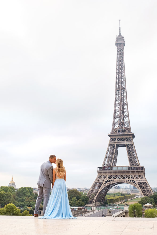Photographer-Paris-Christian-Perona-engagement-proposal-Trocadero-sunrise-Eiffel-tower-blue-dress-kissing.jpg