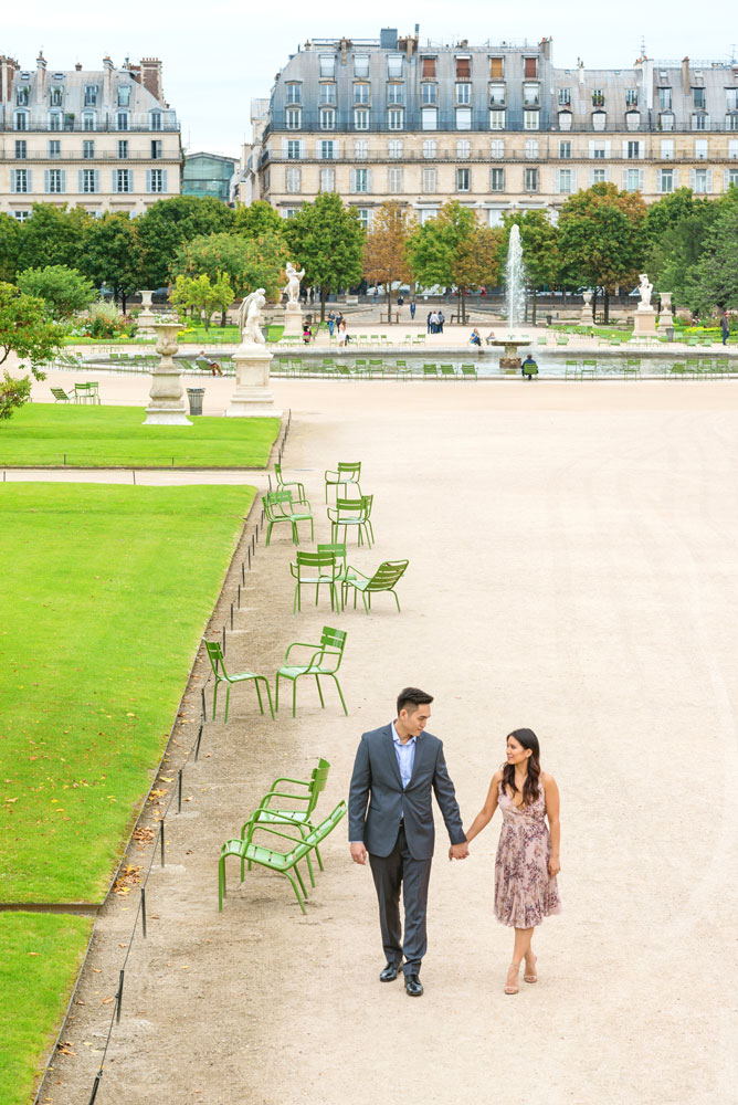 Paris-for-Two-Christian-Perona-engamement-photoshoot-Tuileries-garden-jardin-hand-to-hand.jpg