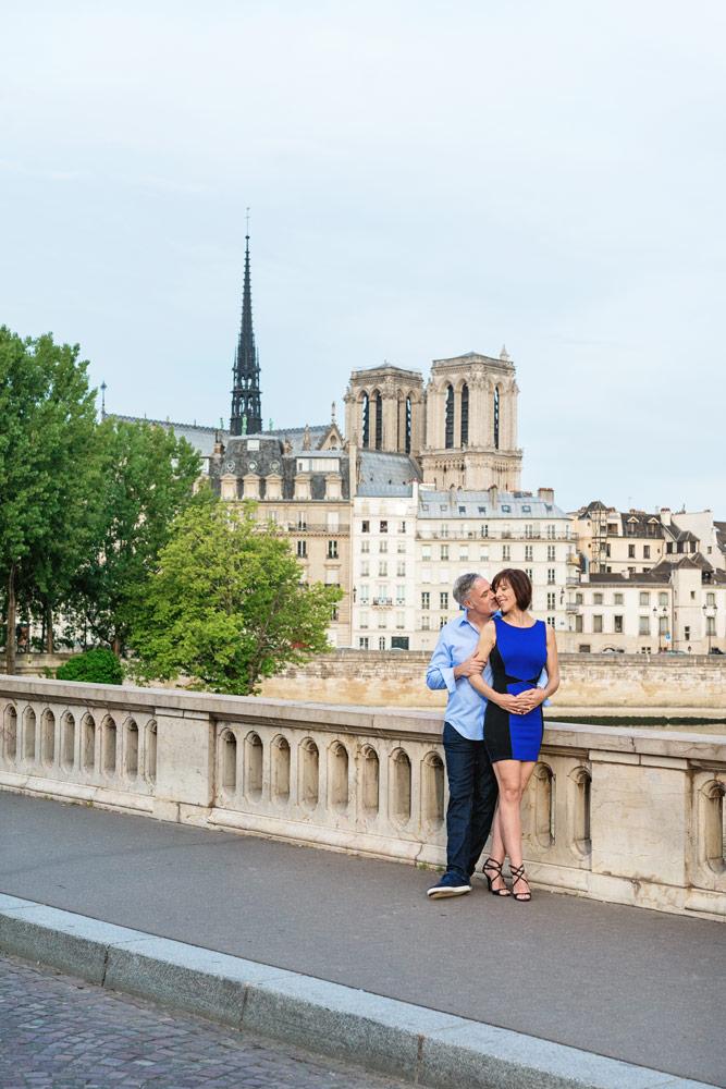 Photographer-Paris-Christian-Perona-engagement-romantic-trip-kissing-Notre-Dame-pont-Louis-Philippe-bridge.jpg