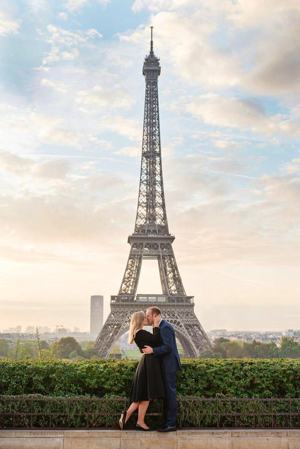 Photographer-Paris-Christian-Perona-proposal-engagement-Trocadero-sunrise-golden-hour-Eiffel-tower-she-said-yes-he-proposed.jpg