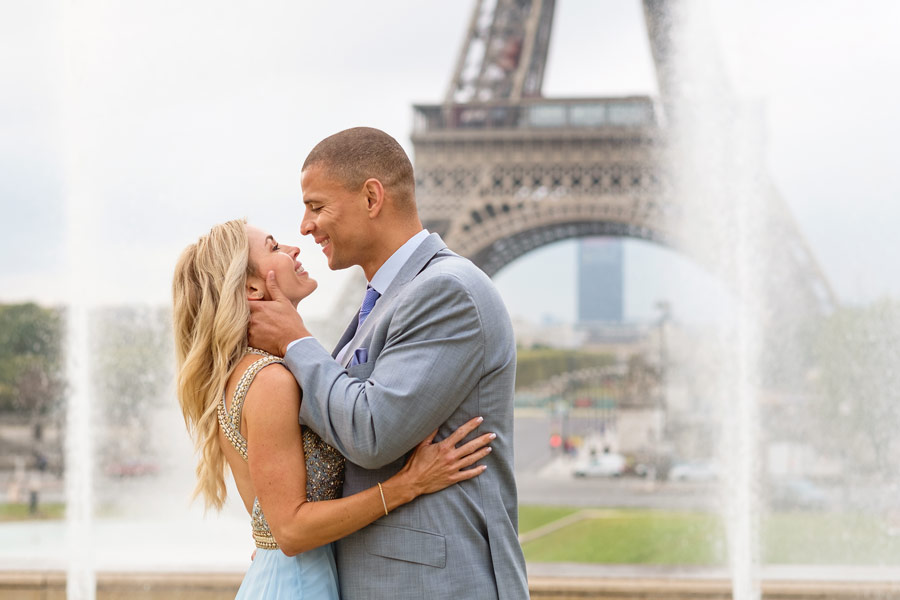 Photographer-Paris-Honeymoon-Trocadero-Eiffle-tower-sunrise-smilling-engagement-proposal-wedding-anniversary-portrait-fountain.jpg