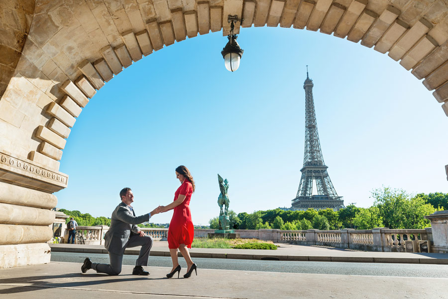 Paris-for-Two-Christian-Perona-engamement-proposal-she-said-yes-photoshoot-Bir-Hakeim-bridge-Eiffel-tower-wedding-ring-arch.jpg