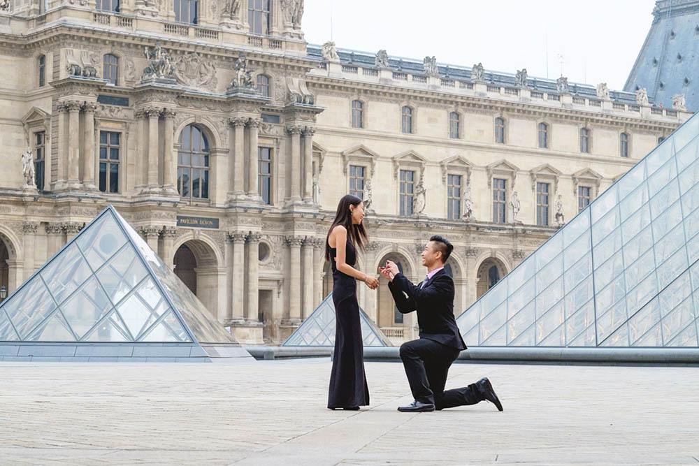 Paris-photographer-Christian-Perona-couple-engagement-proposal-photoshoot-Louvre-Museum-Musee-pyramid-sunrise.jpg