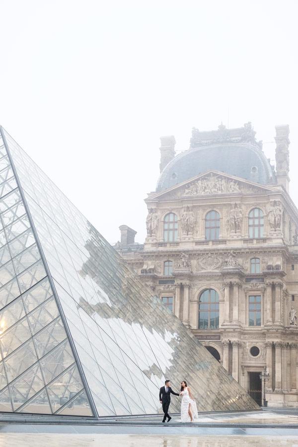 Paris-for-Two-Christian-Perona-Louvre-Museum-Musee-Paris-photographer-proposal-engagement-pre-wedding-honeymoon-love-romantic-pyramid-fog-foggy-day-sunrise.jpg