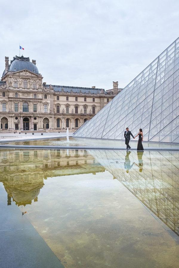 Paris-photographer-Paris-for-Two-Christian-Perona-engagement-love-pre-wedding-proposal-best-Louvre-museum-pyramid-sunrise-water-reflex-2.jpg