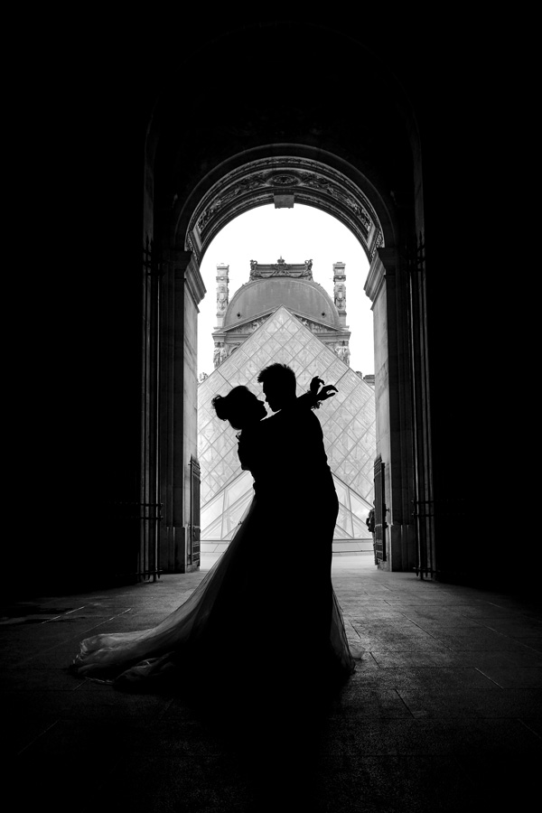 Paris-for-Two-Christian-Perona-Louvre-Museum-Musee-Paris-photographer-proposal-engagement-pre-wedding-honeymoon-love-romantic-silhouette-pyramid.jpg