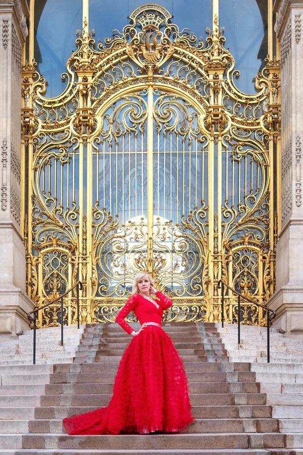 Paris-Photographer-Christian-Perona-Paris-fro-Two-professional-solo-photoshoot-beauty-woman-Petit-Palais.jpg