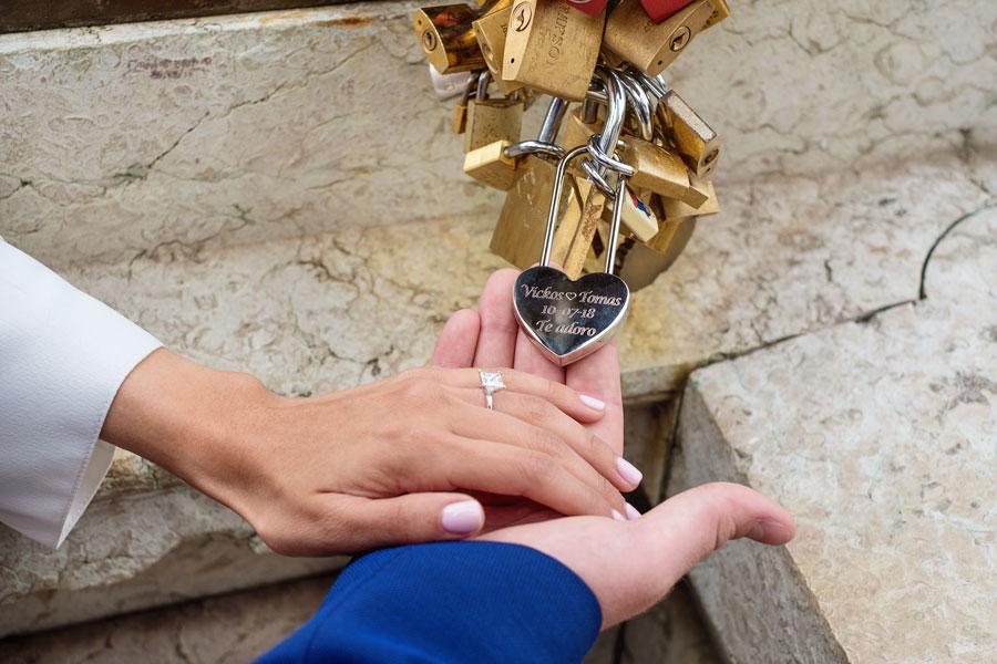 Photographer-Paris-Christian-Perona-wedding-proposal-love-Alexander-III-bridge-she-said-yes-lock.jpg