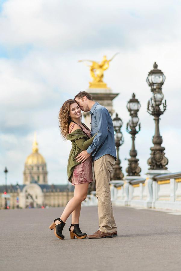 paris-photographer-christian-perona-professional-engagement-proposal-pre-wedding-portrait-seine-Alexandre-III-bridge-golden-statue-kssing-smiling-Les-Invalides.jpg