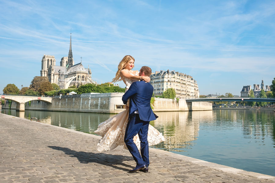 Paris-photographer-Christian-Perona-engagement-she-said-yes-Seine-quay-bridge-Tournelle-love-Notre-Dame-cathedral-in-your-arms-wedding-dress-groom-bride.jpg