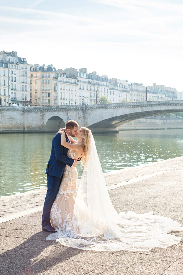 Paris-photographer-Christian-Perona-engagement-she-said-yes-Seine-quay-bridge-Tournelle-love-Notre-Dame-cathedral-in-your-arms-wedding-dress-groom-bride-2.jpg