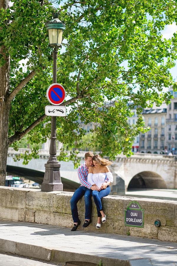 Paris-photographer-Christian-Perona-engagement-she-said-yes-Ile-de-la-Cite-quay-orleans.jpg