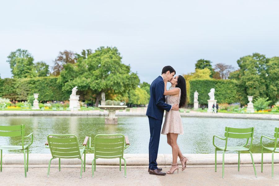 paris-photographer-christian-perona-professional-engagement-proposal-pre-wedding-portrait-tuileries-kissing.jpg