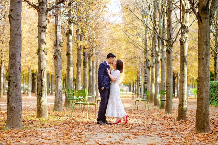 Paris-for-Two-Christian-Perona-engamement-photoshoot-Tuileries-garden-jardin-autumn-falling-leaves.jpg