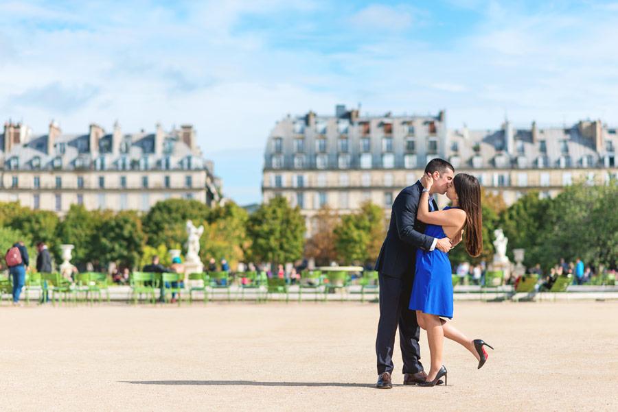 paris-photographer-christian-perona-professional-engagement-proposal-pre-wedding-portrait-tuileries-garden-kissing-2.jpg