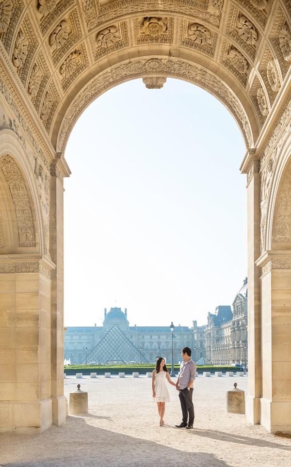 paris-photographer-christian-perona-professional-engagement-proposal-pre-wedding-portrait-tuileries-caroussel-du-louvre-2.jpg