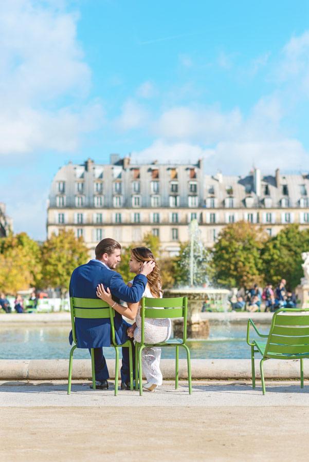 paris-photographer-christian-perona-professional-engagement-proposal-pre-wedding-portrait-tuileries-garden-eye-in-the-eye.jpg