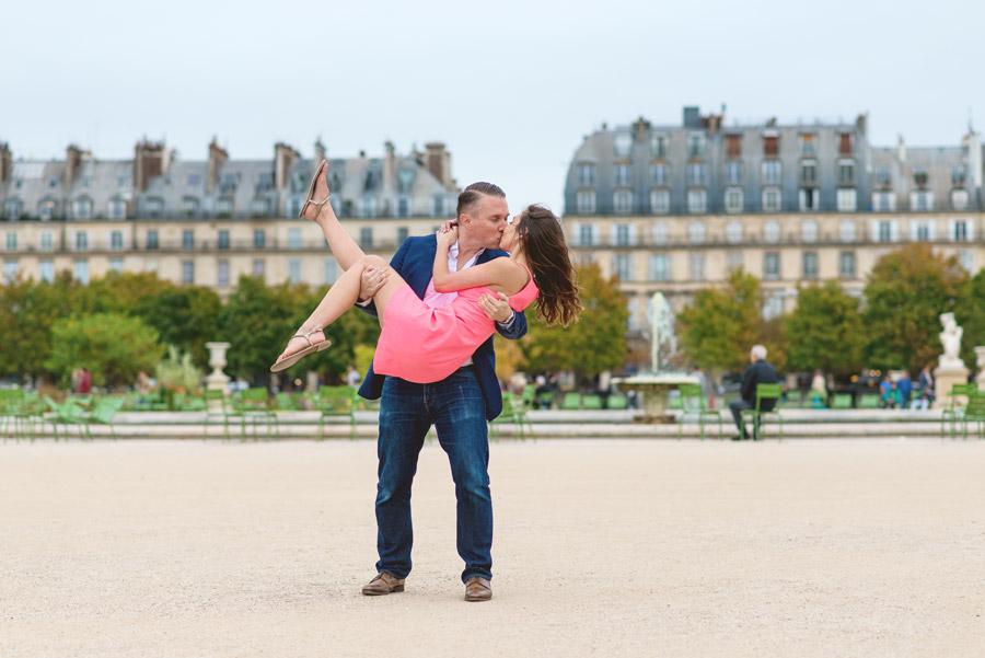 paris-photographer-christian-perona-professional-engagement-proposal-pre-wedding-portrait-tuileries-garden-kissing-3.jpg