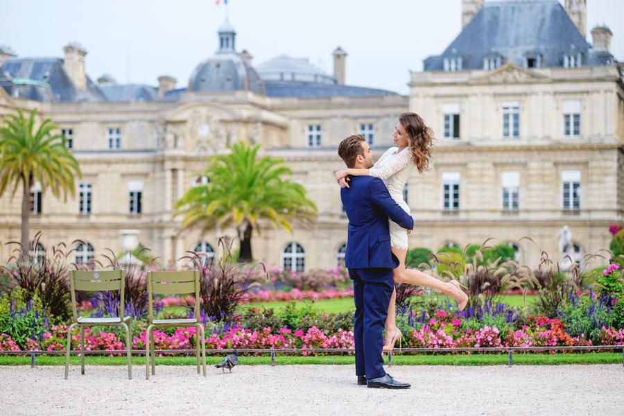 Paris-photographer-Paris-for-Two-Christian-Perona-engagement-love-pre-wedding-proposal-honeymoon-Luxembourg-garden-flowers-spring-23.jpg