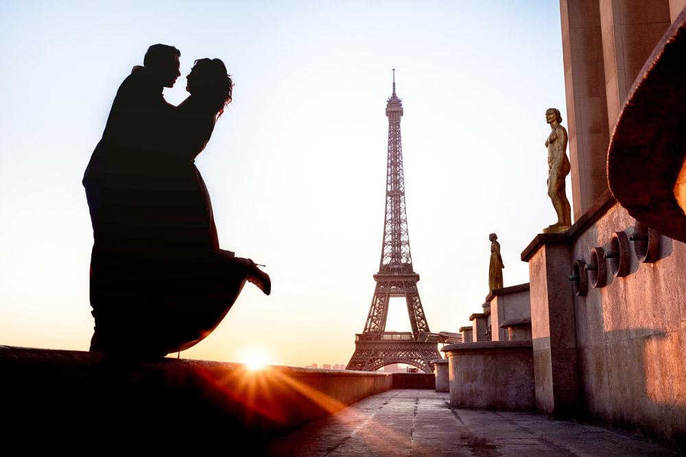 Photographer-Paris-for-two-Christian-Perona-honeymoon-proposal-engagement-Trocadero-Eiffel-tower-sunrise-golden-statue-hour-silhouette.jpg