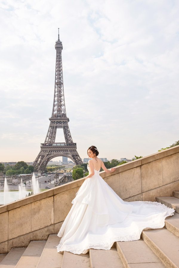 Paris-photographer-Paris-for-Two-Christian-Perona-engagement-love-pre-wedding-proposal-best-sunrise-Trocadero-Eiffel-tower-violin-bride-groom-wedding-dress-3.jpg