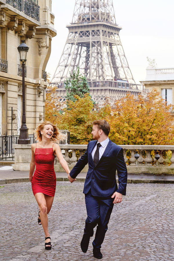 Photographer-Paris-Christian-Perona-Honeymoon-proposal-engagement-Eiffel-tower-sunrise-avenue-Camoens-cobblestones-street-15.jpg
