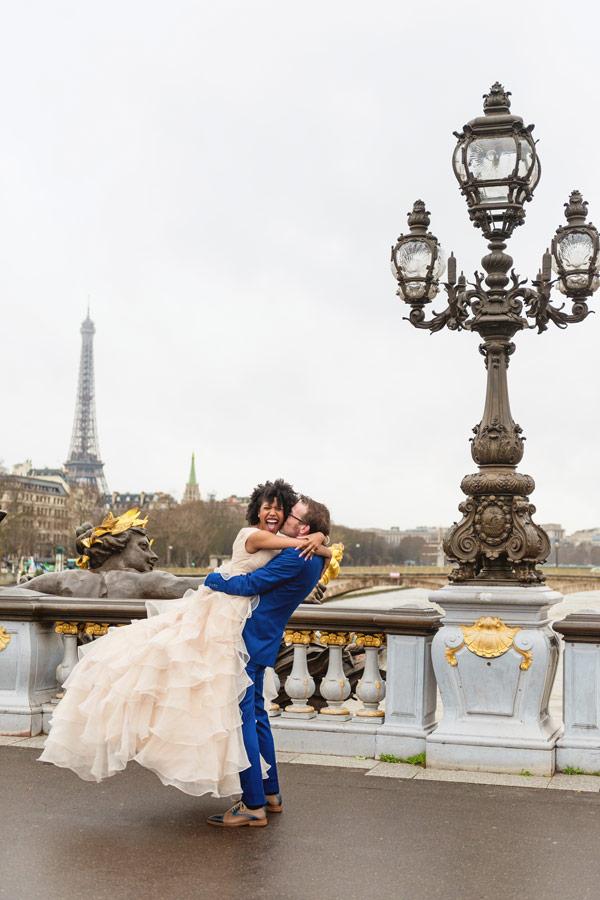 paris-photographer-christian-perona-professional-engagement-proposal-pre-wedding-portrait-Alexandre-III-bridge-pont-Eiffel-tower-bride-wedding-dress-groom-smiling-blue-suit.jpg