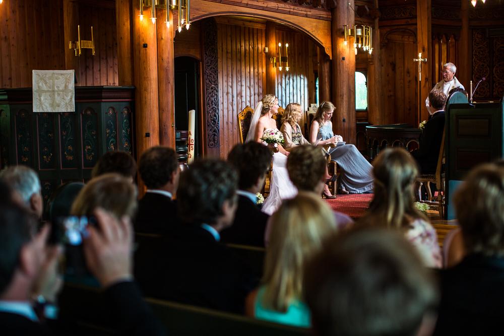290815_fausko_holmenkollenkapell_øvresetertjern_lysebu_nina&kristian_bryllup-5.jpg