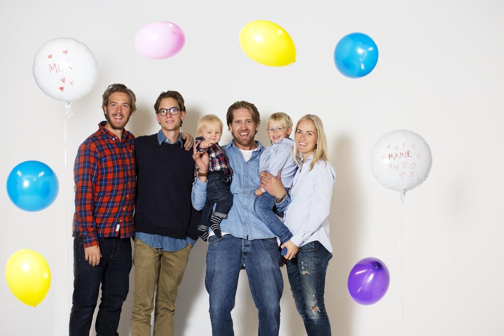 230915_fausko_oslo_postproduksjon_studio_bursdagsbilde_mor_familien.jpg