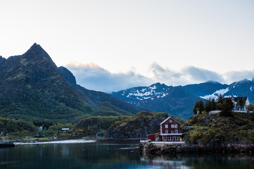 250516_fausko_lofotentravels_svolvær_svolværgeiten_sandvikencamping_landskap-17.jpg