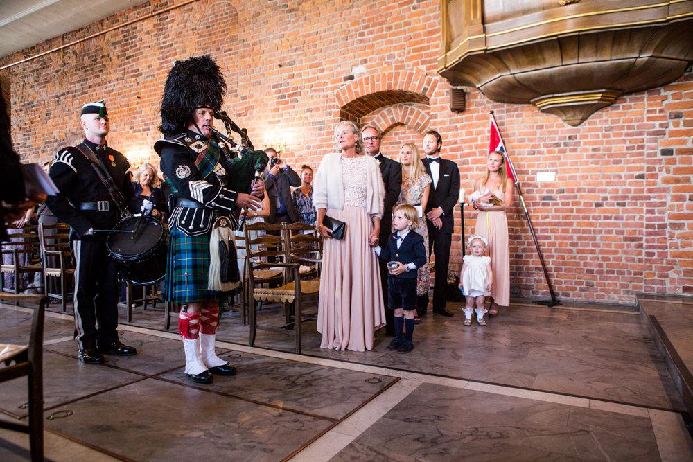 110616_fausko_oslo_bryllup_akershusfestning_siri&thune_portrett_middag-28.jpg