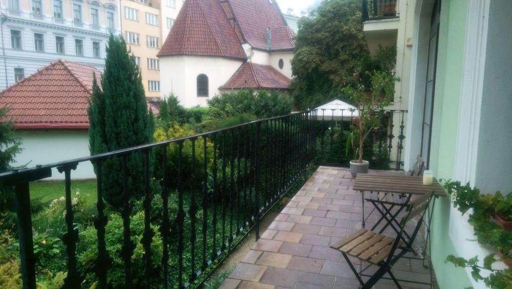 IMAG5623 balcony.jpg