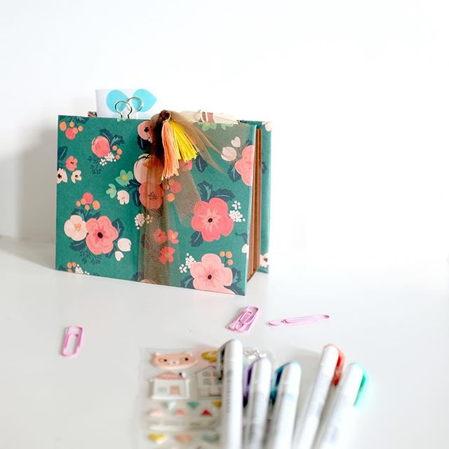My #DIY went live on the @cratepaper blog yesterday! I made a little organizer to keep planner supplies handy on my desk. Used the floral paper from Wonder 💕💯 my fave  #cratepaper #papercrafting #plannernerd #planneraddict #scrapbooking #fuji #x100T #stationeryessentials #onmydesk #VSCOcam