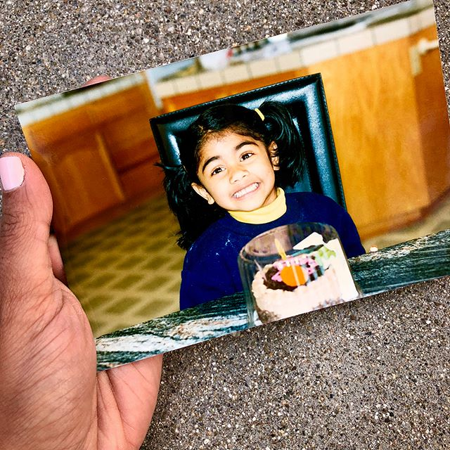 There's only one thing that could make me smile this hard- CHOCOLATE CAKE 😍🍫🍰 Swipe to see more of Baby Eshani and her in-action, chocolate cake consumption ➡️😏 #tbt #throwbacktuesday #notthursday