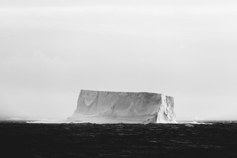 aqm-antarctica-noir-01.jpg