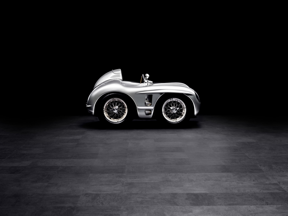 mercedes-benz-slr-stirling-moss-classic-studio.jpg