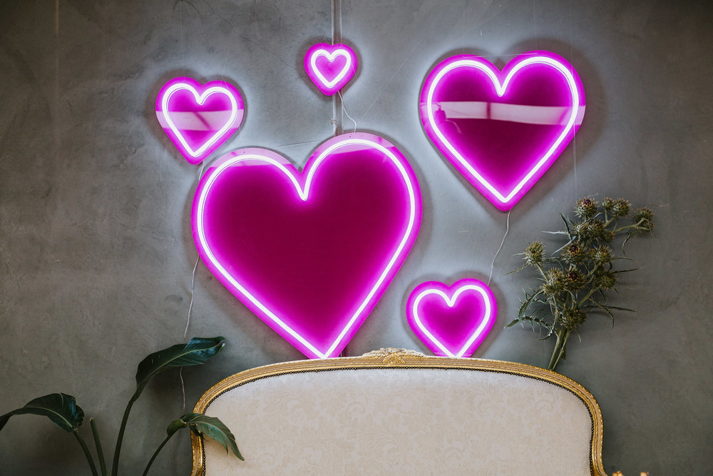 6 HEART NEON SIGNS