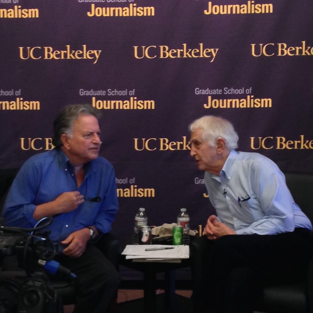 Investigative reporter and J-School faculty member Lowell Bergman, left, chats with Daniel Ellsberg about the Pentagon Papers, the state of journalism, and nuclear non-proliferation.
