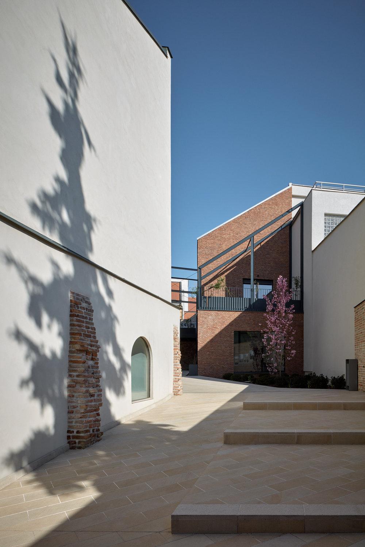 Vallo_Sadovsky_Architects_Nadvorie_BoysPlayNice_01.jpg