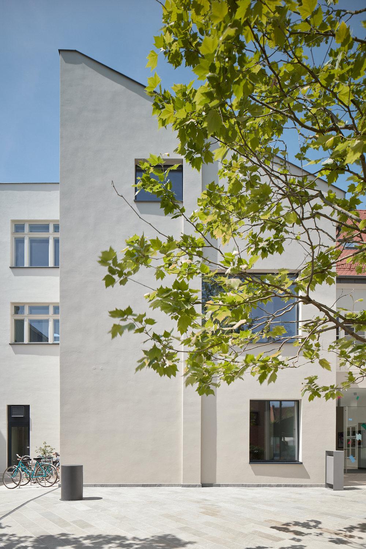 Vallo_Sadovsky_Architects_Nadvorie_BoysPlayNice_05.jpg
